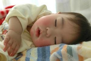 Trẻ tăng hiếu động có thể do mắc hội chứng ngưng thở lúc ngủ. Ảnh minh họa: internet